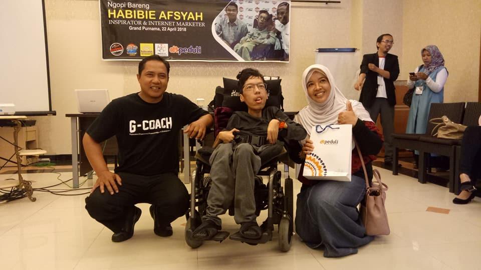 Inspirasi Habibie Afsyah, Hanya dengan 2 Jari Hasilkan Omzet Ratusan Juta